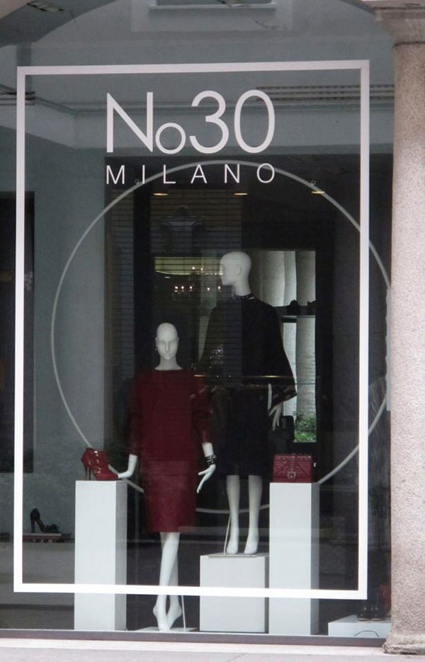 Alessia Xoccato 02_vetrina-A_X-N.30-Milano-via-della-spiga.jpg